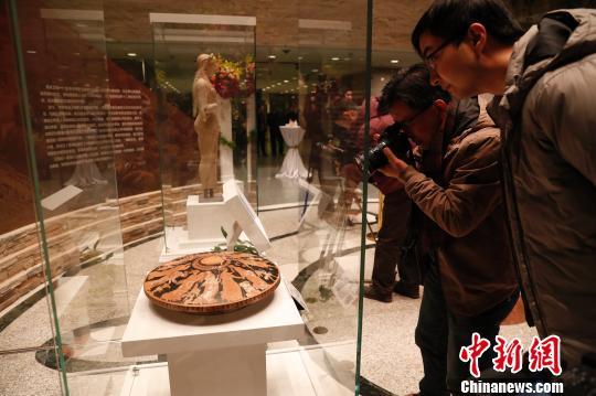 """上海博物馆与雅典卫城博物馆""""互换""""珍宝迎两地观众"""