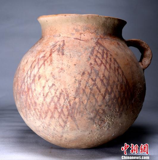 出土彩绘陶器。陕西省考古研究院供图