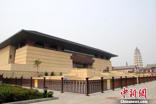 河北定州博物馆开馆三大国宝亮相展厅