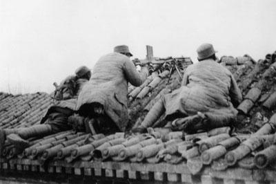 1939年9月25日,八路军120师358旅由贺龙师长指挥、在晋察冀军区部队配合下,在河北省灵寿县陈庄镇将日军第八混成旅1200余人全,击毙水原旅团长。