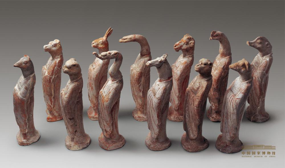 即以十二生肖动物的头像配以人身